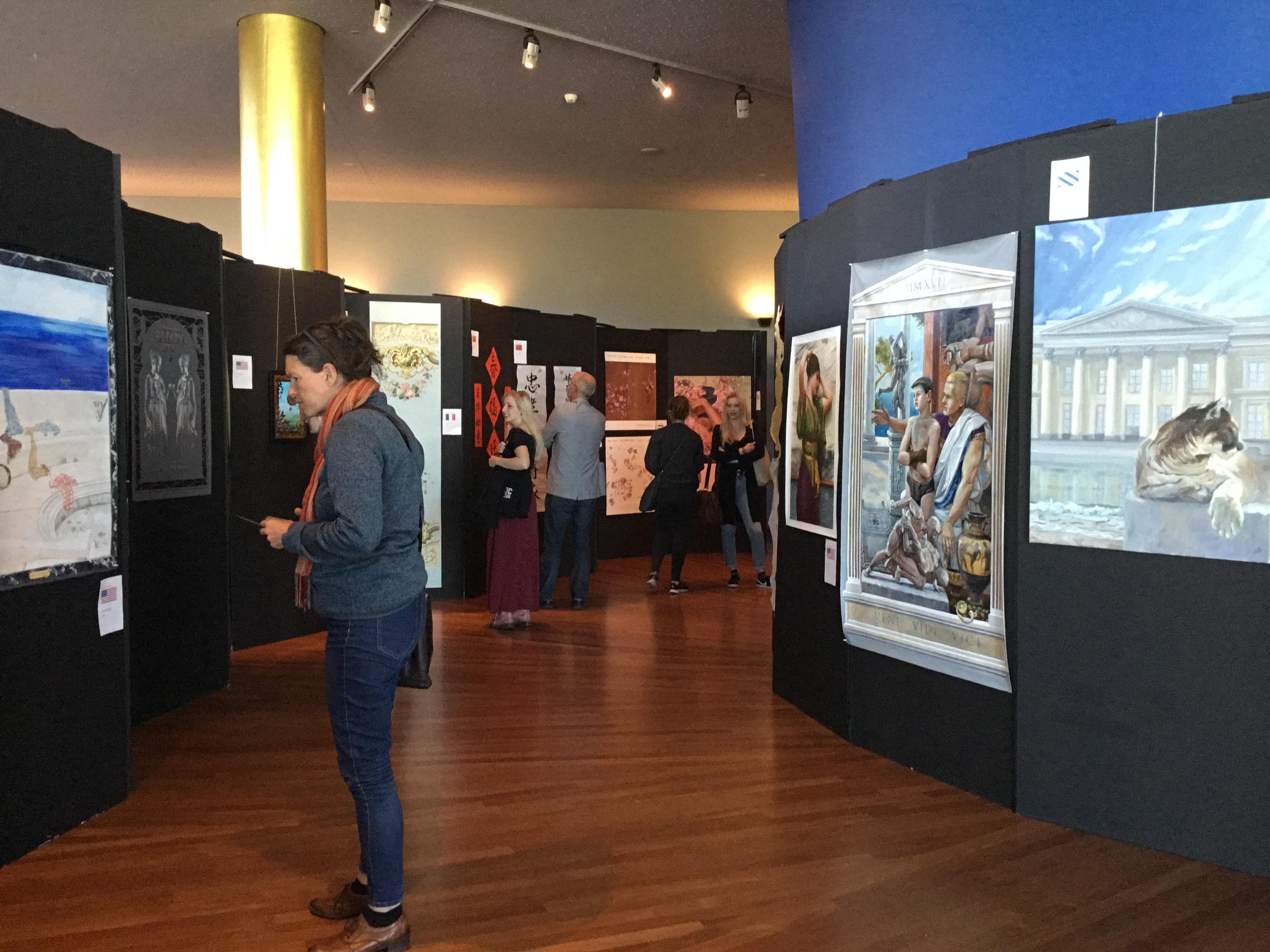 Thema Expositie met 100 kunstenaars van over de hele wereld. Thema; Ode aan Alma Tadema