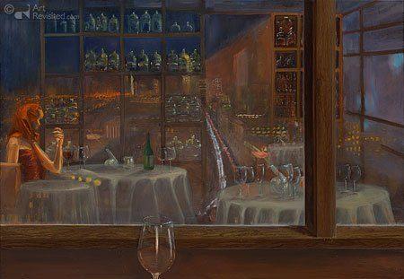 Een roodharige vrouw drinkt aan een tafel in een restaurant een glas wijn. Ze kijkt uit naar buiten. Veel reflecties van flessen, ramen en glazen.