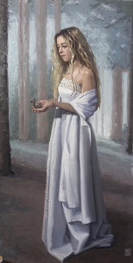 En route, een olieverfschilderij door Gabriëlle Westra, voorstellende een jonge vrouw in een witte jurk met een kompas in haar had. Ze wandelt in een bos.