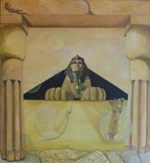 Een sfinx doemt op tussen pilaren. Een Egyptische kat breekt uit een glazen bol en grijpt naar een luchtbel. Op de voorgrond tekeningen met hiëroglyfen.