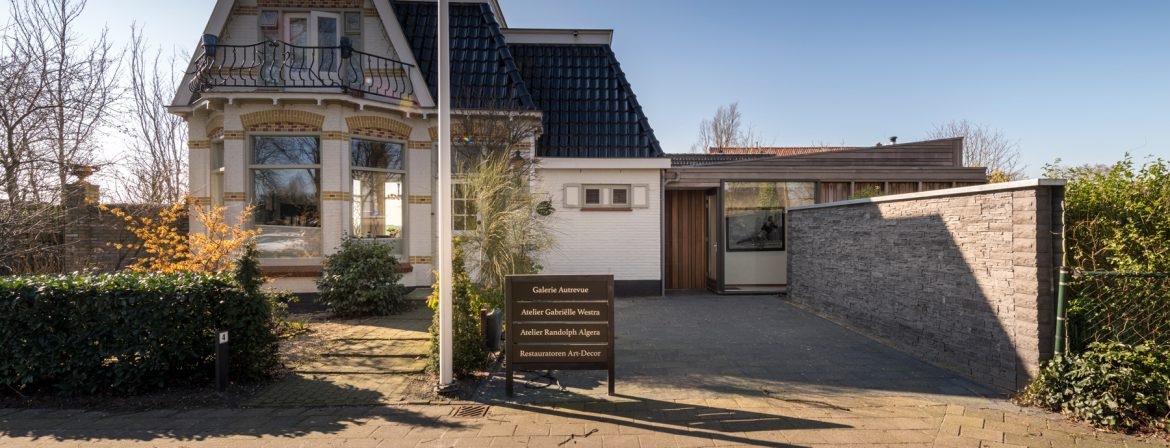 The art-deco house of Art-Decor and Galerie Autrevue